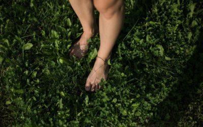 Chodzenie boso – dlaczego warto
