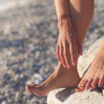bose stopy na plaży
